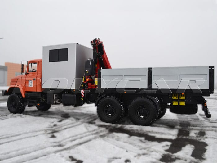 Бортовая платформа и кран-манипулятор на КРАЗ.