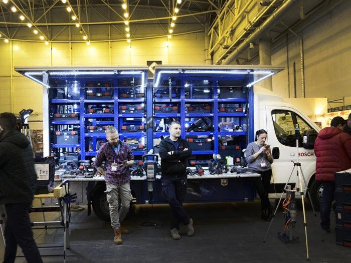 Демонстрационный фургон Bosch на выставке.