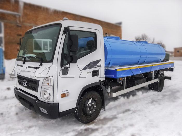 Автоцистерна для пищевых жижкостей на Hyundai.