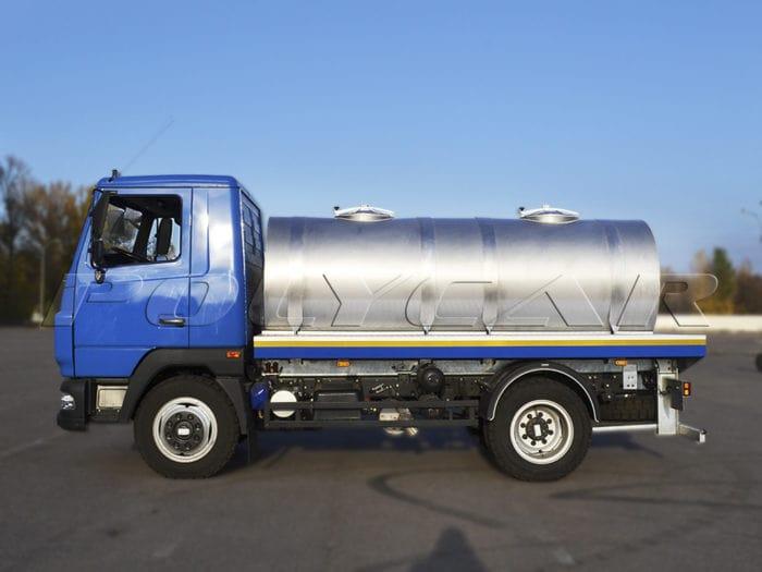 Цистерна для перевозки пищевых жидкостей на базе МАЗ.