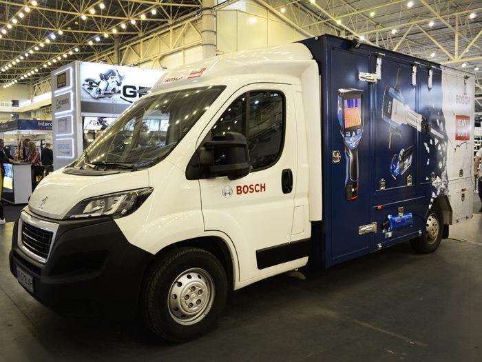 Демонстрационный фургон для выставок на базе Peugeot Boxer.