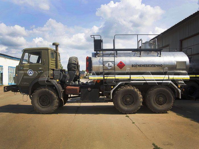 Автоцистерна для перевозки нефти и газа на базе КАМАЗ.