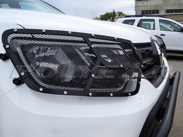 Защита фар на автомобиль Renault Duster.