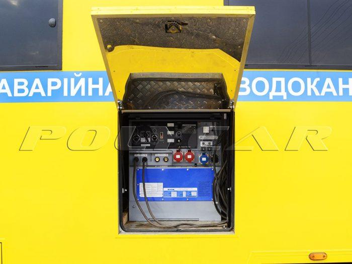 Отсек со сварочным аппаратом в машине аварийной службы Киевводоканала.