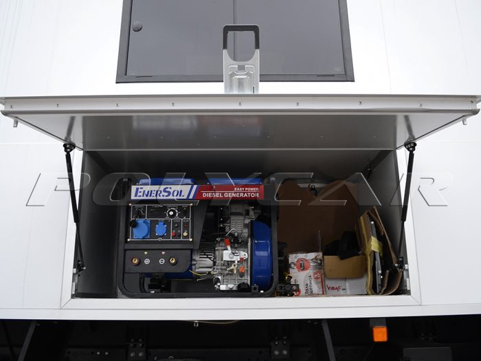 Технологическая ниша в мобильной мастерской МАЗ 5316F5.