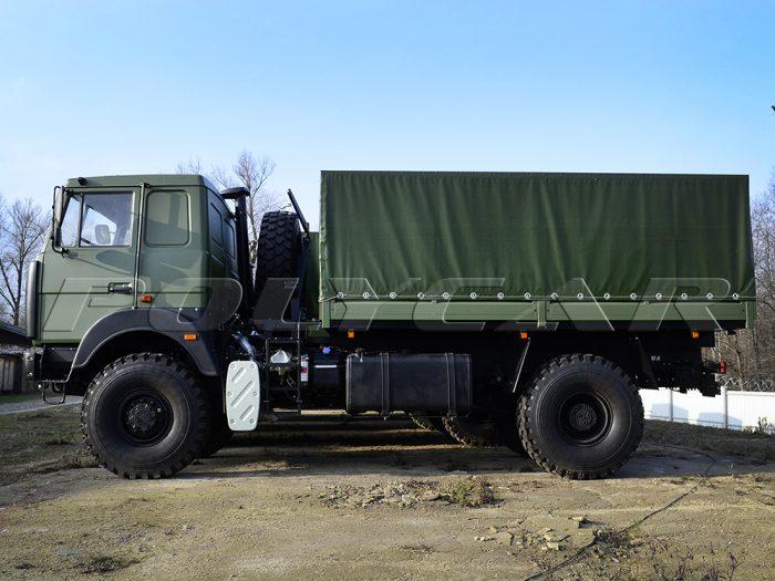 Партия военных автомобилей для перевозки личного состава на базе МАЗ.