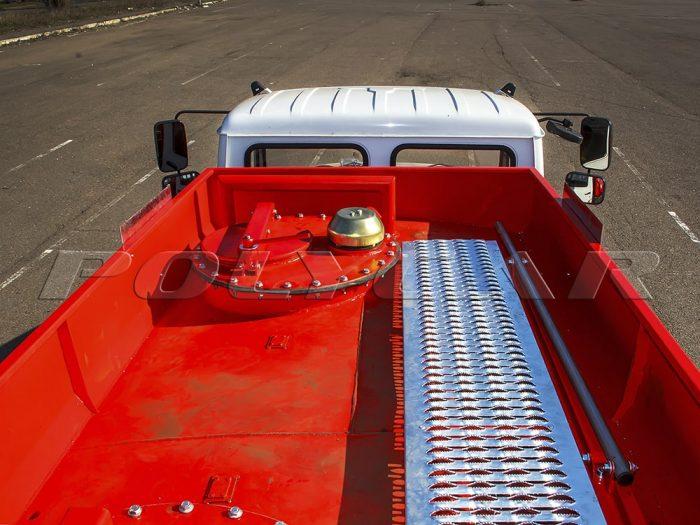 Топливозаправщик производства Polycar.