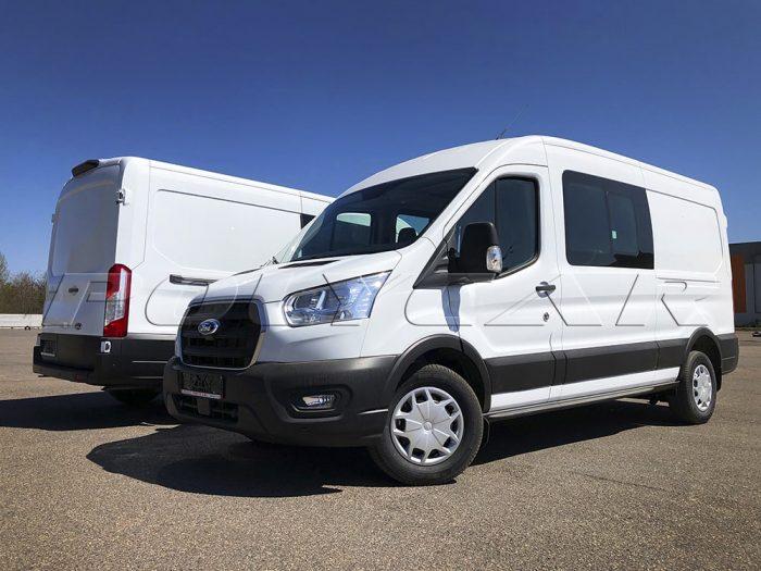 Ford Transit с отсеками для перевозки пассжиров и грузов.
