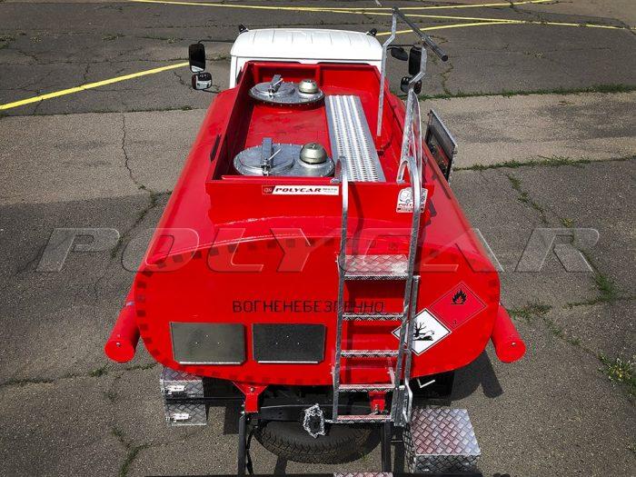 Цистерна топливозаправщика объемом 5 кубических метров.