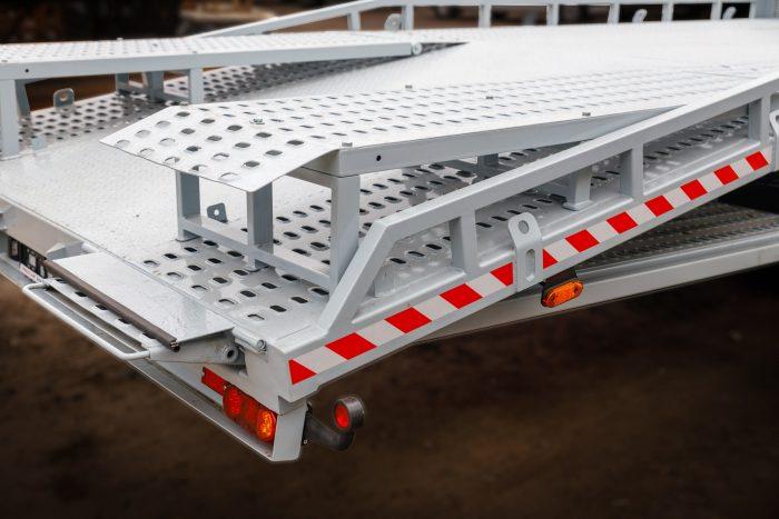 Эвакуаторная платформа производства Polycar.
