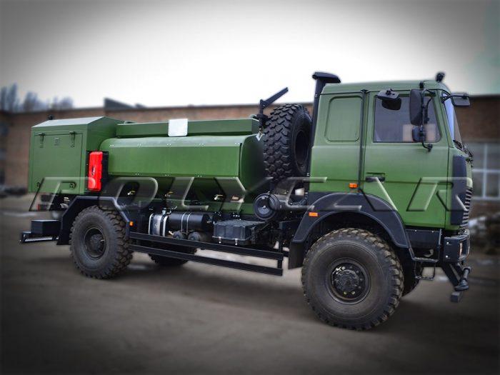 Авіаційний паливозаправник виробництва Polycar.