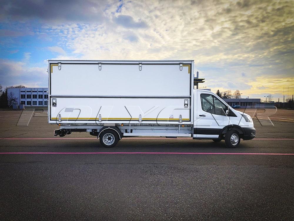 Промтоварный фургон с возможностью боковой загрузки на базе Ford Transit.