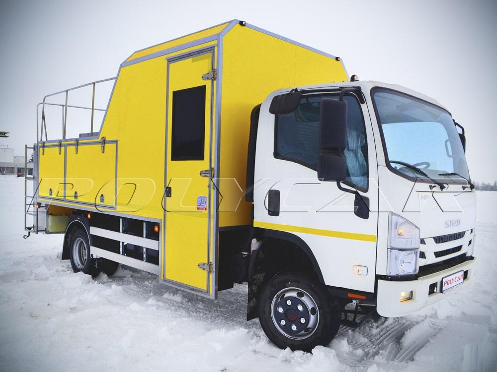Специальный автомобиль для проведения реагентных работ на базе Isuzu NPS 75.