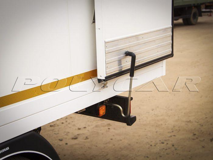 Фиксатор двери в рефрижераторном фургоне Polycar.