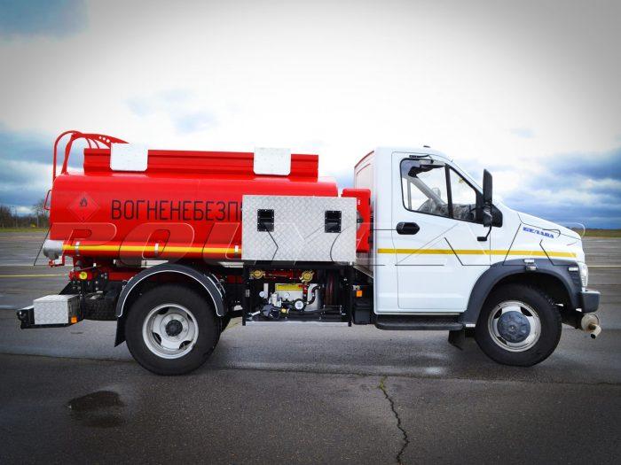 Топливозаправщик объемом 5 кубическ4их метров производства Поликар.