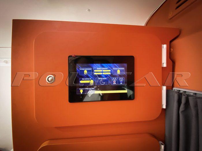 Панель управления светом и кондиционером в автомобиле скорой помощи Polycar.